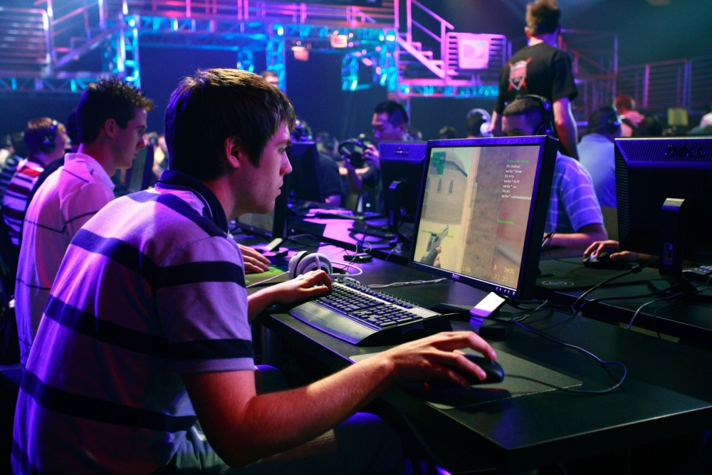 effects of computer gaming on the If you are a parent in this era of information and technology, chances are you have a child who has played, is playing, or will be playing video games the video game industry is a rapid-growing market that went from having a market volume of $100 million in 1985 to $4 billion in 1990 (gartner, 2013.
