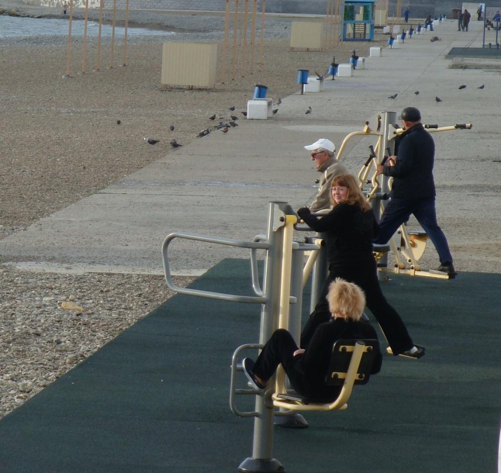 Турники на пляже