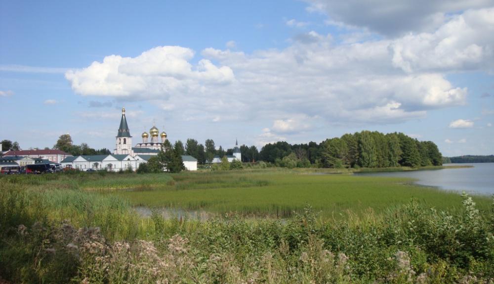 вокруг монастыря