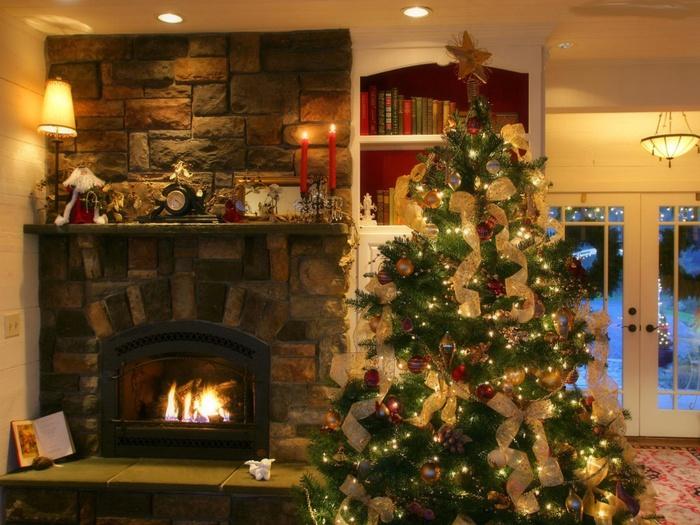 елка в доме