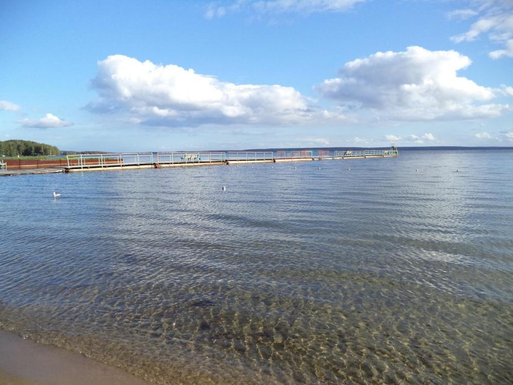 прозрачная вода озера