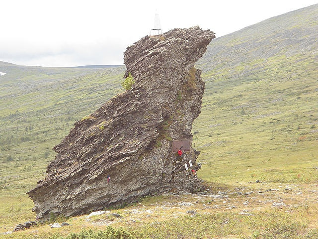мемориал по дороге на плато