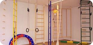 Упражнения для всей семьи на шведской стенке