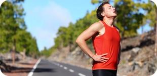 Боль в животе при беге: с чем она связана и как ее избежать
