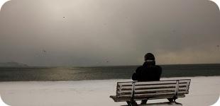 Из-за чего зимой может начаться депрессия, как с ней бороться?