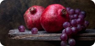 Сравниваем виноград и гранат, выбираем что полезнее.